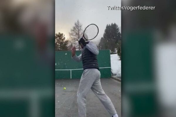 Roger Federer: el bloqueo del coronavirus no puede evitar que la estrella practique el truco