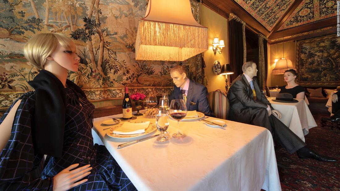 Las cenas en este restaurante reabierto en Virginia pueden reunirse con maniquíes vestidos