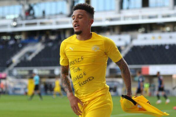 """Jadon Sancho celebra un gol al revelar la camiseta """"Justicia para George Floyd"""" en una victoria en Dortmund"""