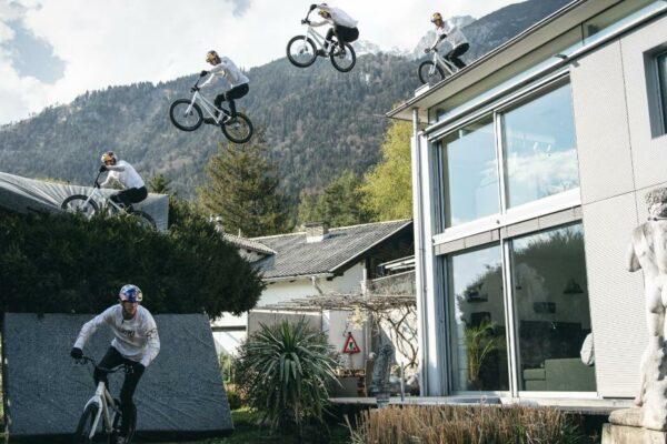 Fabio Wibmer convierte las montañas en acrobacias durante el lavado