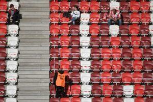 La liga húngara permite a los aficionados a estadios