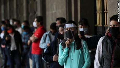 México y partes de Brasil están reabriendo después del bloqueo, a pesar del creciente número de casos de coronavirus