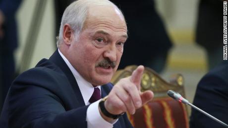 El presidente Alexander Lukashenko habla en la cumbre el 20 de diciembre de 2019 en San Petersburgo, Rusia.