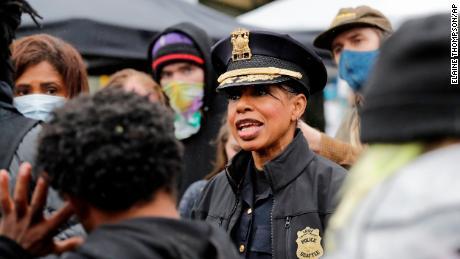 El jefe de policía de Seattle niega que su departamento no responda