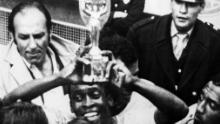 Pelé anotó dos goles y ayudó al otro en la final contra Italia.