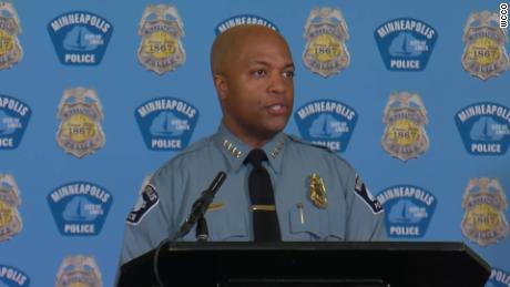 El jefe de policía de Minneapolis dice que la familia de George Floyd inspirará sus reformas