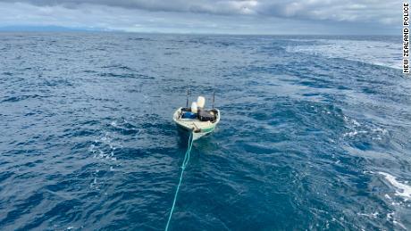 Un adolescente rescatado al intentar cruzar el barco de Nueva Zelanda hacia la isla sur y norte en un pontón