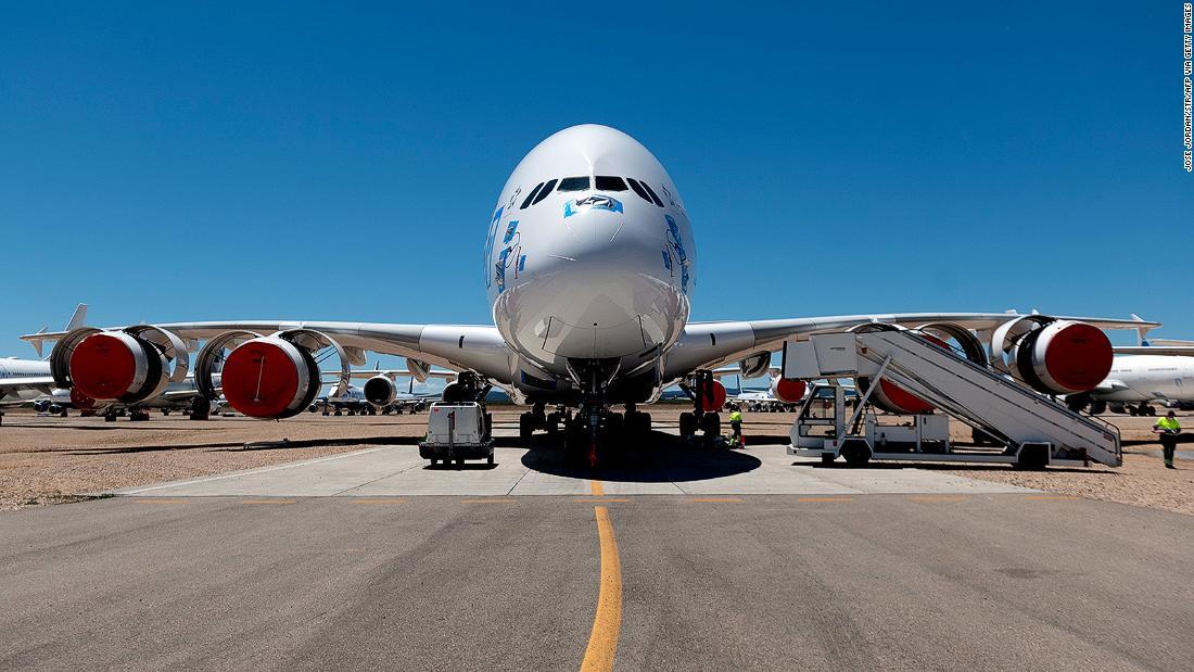 No hay pasajeros en el aeropuerto de Teruel, pero falta espacio
