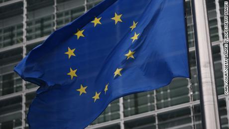Recomendaciones de la Unión Europea para considerar el bloqueo de viajeros, incluidos los estadounidenses, por coronavirus