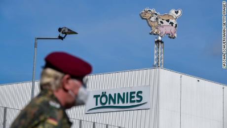 Una empresa gigante de envasado de carne en el corazón de un nuevo punto de acceso de coronavirus en Alemania