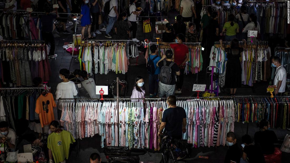 ¿Pueden los vendedores ambulantes salvar a China de una crisis de empleo? Beijing parece dividido