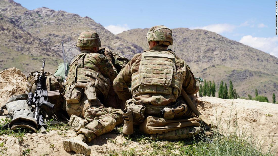 Oficiales de inteligencia rusos han ofrecido premios en efectivo a los talibanes por matar a soldados estadounidenses y británicos en Afganistán, dijo la fuente