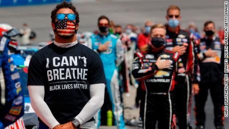 Para los fanáticos negros de NASCAR, la prohibición de la bandera confederada es bienvenida pero hace mucho tiempo