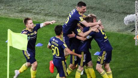 El FC Rostov celebra tomar la delantera en el primer minuto del partido.
