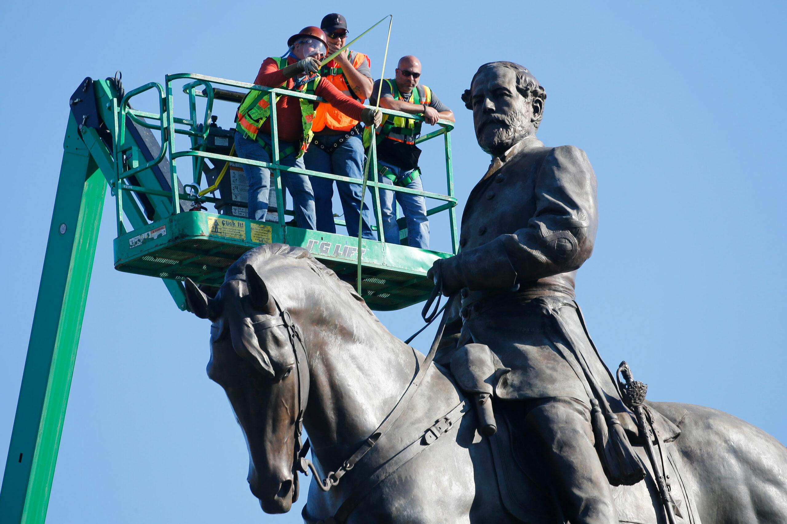 La policía detuvo a un hombre armado cerca del monumento a Robert E. Lee en Virginia