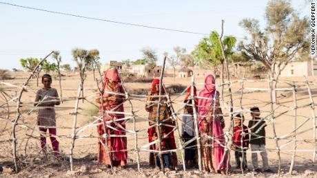 En pueblos remotos de la India, el hambre es tanto miedo como contraer un coronavirus