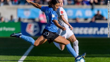La Liga Nacional de Fútbol Femenino se convertirá en la primera liga profesional en reanudar el juego el sábado.