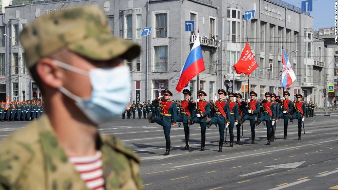 Rusia comienza un rico desfile del Día de la Victoria después de retrasar el coronavirus
