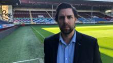 El CEO de Burnley, Neil Hart, dijo que las personas involucradas en la pancarta